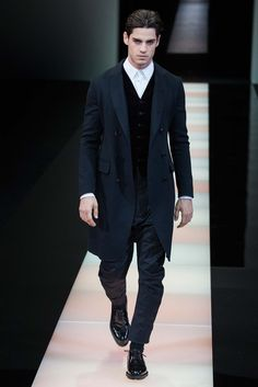 http://www.style.com/slideshows/fashion-shows/fall-2015-menswear/giorgio-armani/collection/50