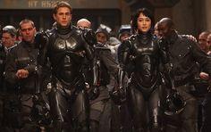 """Guillermo del Toro nos ofrece en """"Pacific Rim"""" un homenaje y una actualización de clásicos como """"Godzilla"""" y """"Mazinger Z"""", un espectacular entretenimiento sin complejos, disponible en 2D y 3D."""