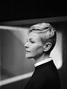 ultimate hair goals: Maxine Peake as Hamlet (featured in The Gentlewoman) Dying Of The Light, Black And White Portraits, Attractive People, How To Run Faster, Grey Hair, Woman Crush, Hair Goals, Portrait Photography, Short Hair Styles