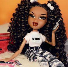 proof that bratz dolls were ahead of their time: Bratz Doll Makeup, Bratz Doll Outfits, 70s Outfits, Black Girl Art, Black Girl Magic, Bratz Doll Halloween Costume, Black Bratz Doll, Brat Doll, Bratz Girls