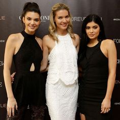 It was a great pleasure to meet the beautiful @kendalljenner and @kyliejenner at @forevernew_official @kendallandkylie collection launch at @chadstone_fashion  congratulations on the successful launch  #kendallkylieforevernew #lifewithstyle @ampr_group by thetrendspotter