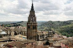 Vistas panorámicas de Catedral de Toledo desde la iglesia de los Jesuitas