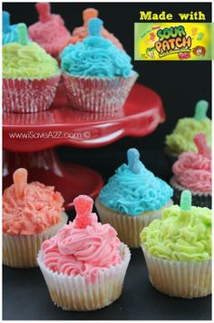 Sour Patch Kids Cupcakes recipe -my husband's favorite! That i bekieve woukd make these cupcakes even better Kid Cupcakes, Yummy Cupcakes, Cupcake Cookies, Ladybug Cupcakes, Snowman Cupcakes, Princess Cupcakes, Cupcake Frosting, Sour Patches, Köstliche Desserts