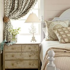 Cottage Bedroom by Kardemon Cottage Bedroom by Kardemon The post Cottage Bedroom by Kardemon appeared first on Sovrum Diy. Style Cottage, Cottage Living, Home Living, Coastal Living, Coastal Cottage, Coastal Decor, Farmhouse Style, Cottage House, Farm House