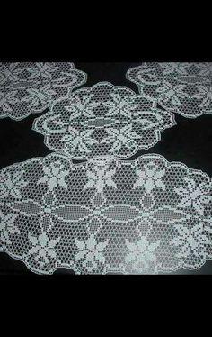 HUZUR SOKAĞI (Yaşamaya Değer Hobiler) Crochet Doily Patterns, Crochet Doilies, Crochet Lace, Household Items, Table Runners, Projects To Try, Christmas Decorations, Knitting, Crotchet Patterns