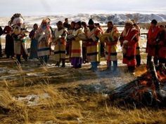 Members of the Blackfeet Tribe commemorate the Marias River Massacre at a ceremony in 2010 - Mutual gain of the fur trade declined with the lure of gold. 23,01,1870, unlike his mission,the combined force of col Eugene Baker with 347 men killed 173 Blackfeet and captured 140 in the winter camp of Chief Heavy Runner, according to his report. Other witnesses placed the number of dead closer to 220, the vast majority being old men, women and children,many sick with small pox
