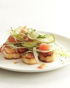 Seared Scallops with Shaved Fennel, Cucumber, and Grapefruit High contrast: The crispness of cucumber and fennel is offset by tender scallops and chunks of juicy grapefruit. Grapefruit Recipes, Fennel Recipes, Grapefruit Salad, Pink Grapefruit, Cucumber Salad, Seafood Recipes, Cooking Recipes, Healthy Recipes, Shellfish Recipes