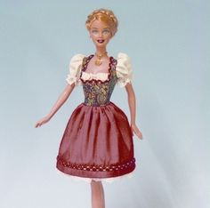 Dirndl für die Puppe: Barbie wird für die Wiesn ausstaffiert