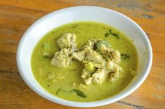 Sopa detox de brócolis com frango