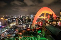 Top 10 Rooftop Bars in Bangkok: Die genialsten Skybars Sky Bar Bangkok, Hotels In Bangkok, Rooftop Bar Bangkok, Bangkok Shopping, Best Rooftop Bars, Bangkok Travel, Premier Pools, Beste Hotels, City Of Angels