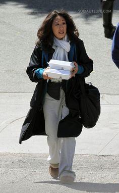 Grey's Anatomy Photo: Behind the scenes II episode Sandra Oh, Greys Anatomy Facts, Grey Anatomy Quotes, Cristina Yang, Medical Drama, Jodie Comer, Meredith Grey, Mode Vintage, Actors & Actresses