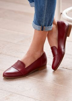 Flat Shoes Outfit, Black Flats Shoes, Comfy Shoes, Loafer Shoes, Shoes Heels Boots, Comfortable Shoes, Me Too Shoes, Oxford Shoes, Dress Shoes