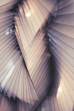 Geometric design by Iris Van Herpen. Iris Van Herpen makes the most amazing laced platforms. Iris Van Herpen, Op Art, Shape Patterns, Textures Patterns, Arte Fashion, Look Body, 3d Mode, Foto Transfer, 3d Prints
