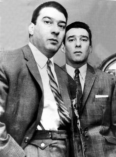 Kray Twins Ronnie Kray and Reggie Kray Real Gangster, Mafia Gangster, Gangsters, The Krays, Creepy History, Rare Historical Photos, Einstein, Hard Men, London History