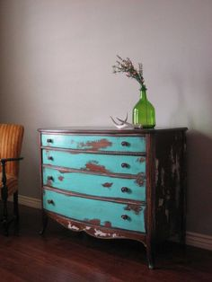 Home Interior, Distressed Furniture : Old Style and Vintage Style: Old Distressed Furniture