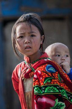 Réhahn _ Les regards tristes du Vietnam, ces enfants que l'on n'oublie pas