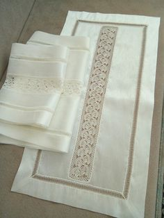 Filet Crochet, Crochet 101, Diy And Crafts, Arts And Crafts, Thread Work, Bargello, Shabby Vintage, Table Runners, Diy Home Decor