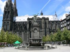 Cathédrale de Clermont-Ferrand  friom A DISCOVERY OF WITCHES - Deb Harkness