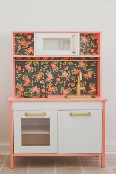IKEA duktig kitchen hack- possibly do this to the kitchen Monkey already has? It's a similar build/size to the Ikea kitchen and needs a face lift! Ikea Play Kitchen, Play Kitchens, Kitchen Hacks, Kitchen Ideas, Diy Kitchen For Kids, Mini Kitchen, Kitchen Tools, Kitchen Gadgets, Kitchen Island