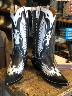 Mens Boots Fashion, Fashion Shoes, Western Boots, Cowboy Boots, Star Boots, Cowboy Gear, Designer Boots, Deconstruction, Traditional Dresses