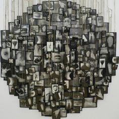 MESSAGER Annette (née en 1943), Mes vœux, 1989, 263 épreuves gélatino-argentiques encadrées sous verre maintenu par un papier adhésif noir et suspendues au mur par de longues ficelles, H : 320 cm Diamètre : 160 cm, Paris, MNAM