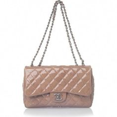 26194701c3ff classic chanel quilted camel patent evening bag #Chanelhandbags Chanel  Luggage, Chanel Purse, Chanel
