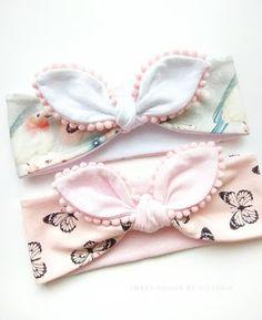 Best 11 Baby headbands and turbans – Just Trendy Girls: … – – SkillOfKing. Headband Bebe, Baby Girl Headbands, Knot Headband, Baby Bling, Baby Bows, Baby Diy Projects, Baby Hair Accessories, Diy Accessories, Baby Turban