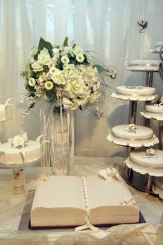 Hochzeitstorte, einstöckig in Buch-Form