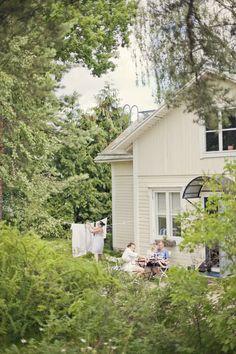 Rouva Jones perheineen lomaili viime kesänä Tammisaaressa. Vuokrasimme hurmaavan Villa Karlbon. Tein mökin vuokrauksesta jutun Kodin Kuval...