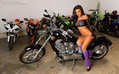 nude-sexy-bikini-big-boobs-big-ass-hot-girls-on-bikes-latest-2011-hd-wallpapers-race-girls-nude-sexy-bikes-girls-nude-lucy-pinder-katrina-ash-on-sexy-nude-bikes-wallpapers-7.jpg (1600×1000)