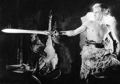 Sigfrido con la espada de los Nibelungos; la espada Balmung...