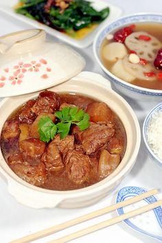 柱侯萝卜焖牛腩 BRAISED BEEF BRISKET WITH DAIKON==  700g beef brisket 500g beef tendon 500g daikon aka white radish chicken stock to immerse all the ingredients (I just use water and a cube of Knorr MSG-free chicken bouillon) 100g old ginger 5 shallots  2 cloves garlic == Aromatics 2 licorice slices 甘草片 1 tsao ko cardamon (Amomum tsaoko) 草果 1 dried tangerine peel 陈皮 1 cassia bark stick 桂皮 1 star anise 八角 ½ tsp white peppercorn 胡椒粒 2 blades of bayleaf 香叶 1/3 tsp szechuan peppercorn 花椒