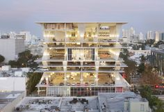 Herzog & de Meuron's 1111 Lincoln Road multi-storey car park in Miami Beach also plays host to parties, yoga classes and weddings, explains proprietor Robert Wennett in this movie produced by filmmaker Elizabeth Priore. Parking Building, Capitol Building, Car Parking, Parking Lot, Lincoln Road, Concrete Structure, Garage Design, Architectural Digest, Garages