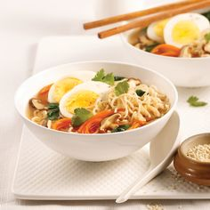 Vietnamese soup with chicken and rice vermicelli - Je Cuisine - Vietnamese Recipes - Vermicelli Soup Recipe, Chicken Vermicelli, Vermicelli Noodles, Vietnamese Soup, Vietnamese Recipes, Chow Mein, Sushi Recipes, Healthy Recipes, Healthy Food