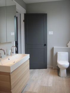 salle de bain - ranger.         Bathroom.  Dark door, marble floor.
