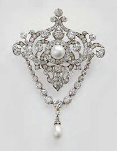 Queen Victoria's Diamond Jubilee brooch. The Queen mother wore it until the end of her life despite it's an heirloom of the Crown and should have passed to Queen Elizabeth II on her accession.