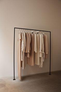 Luxury Fashion E-Shop Boutique Interior, Clothing Store Interior, Modegeschäft Design, Store Design, Fashion E Shop, Luxury Fashion, Room Inspiration, Design Inspiration, Brown Aesthetic