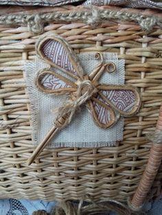 Новости Baskets On Wall, Wicker Baskets, Gift Baskets, Recycle Newspaper, Newspaper Basket, Willow Weaving, Basket Weaving, Sewing Baskets, Flower Girl Basket