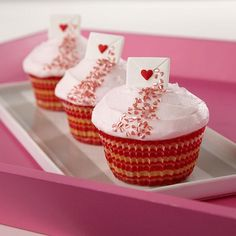 """""""One Sweet Love Letter Cupcakes"""" Use chicklets and heart sprinkles if I can't find the Wilton envelopes. Valentines Baking, Valentine Day Cupcakes, Valentines Day Treats, My Funny Valentine, Tolle Cupcakes, Yummy Cupcakes, Sweet Love Letters, Love Is Sweet, Köstliche Desserts"""
