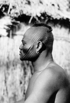 A hunter from the Sara tribe. African Tattoo, Afrique Art, Africa People, Culture Art, African Traditions, Tribal People, African Tribes, African Culture, People Of The World