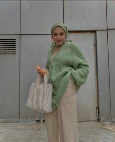 Hijab Fashion Summer, Street Hijab Fashion, Muslim Fashion, Modest Fashion, Knitwear Fashion, Mode Hijab, Modest Outfits, Streetwear Fashion, Cars