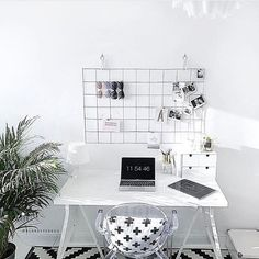 And that's a wrap on Monday! Did you stay in your #workspace or #studio all day? Share it with us with #DMcreativespaces and we'll post our favorite here!  #minimalist #wormspace by @alabasterfox via @workspacegoals