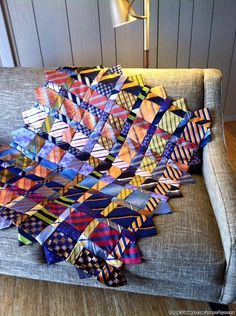 A Memory Quilt Made From Ties - Quilting Digest Memories Tie Quilt by Renay Martin of Pursestrings . Quilting Projects, Sewing Projects, Sewing Ideas, Fabric Crafts, Sewing Crafts, Necktie Quilt, Quilt Patterns, Sewing Patterns, Old Ties