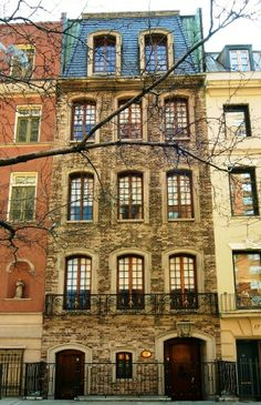 The French Beauty at No. 19 Sutton Place