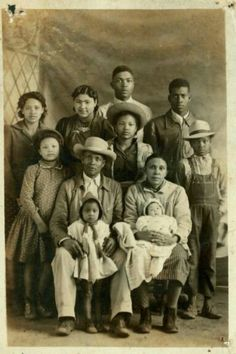 History Discover ) The Louisiana Creole People Fosse Commune Creole People Louisiana Creole Vintage Black Glamour American Photo Black History Facts Black Families African Diaspora My Black Is Beautiful Black History Facts, Black History Month, Creole People, Fosse Commune, Vintage Black Glamour, Retro Vintage, Louisiana Creole, American Photo, Black Families