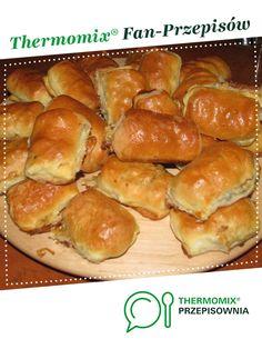 Paszteciki drożdżowe Gosi jest to przepis stworzony przez użytkownika diamentj. Ten przepis na Thermomix<sup>®</sup> znajdziesz w kategorii Dania główne z mięsa na www.przepisownia.pl, społeczności Thermomix<sup>®</sup>. Hot Dog Buns, Hot Dogs, Hamburger, Food And Drink, Cooking Recipes, Bread, Pierogi, Party, Thermomix