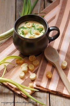 "Zupa krem ""góralska"" z serków topionych Low Carb Recipes, Soup Recipes, Cooking Recipes, Recipies, Yummy Food, Tasty, Polish Recipes, Polish Food, Special Recipes"