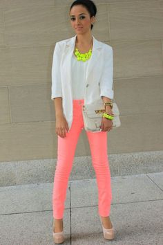 Pink pants with neon and white blazer! This is a statement outfit love it! Neon Jeans, Pink Jeans, Hot Pink Pants, Coral Pants, Bright Pants, Peach Pants, Orange Pants, Coral Dress, Red Pants