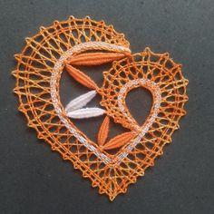 Needle Lace, Bobbin Lace, Lace Heart, Burlap Crafts, Lace Jewelry, Lace Patterns, Lace Detail, Tatting, Crocheting