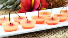 Pineapple Upside Down Cake Jello Shots - Crafty Morning - Aufstrich Weihnachten Tequila Jello Shots, Cherry Jello Shots, Super Bowl Party, Jello Shot Recipes, Alcohol Drink Recipes, Alcohol Shots, Jell O, Bloody Mary, Pineapple Vodka